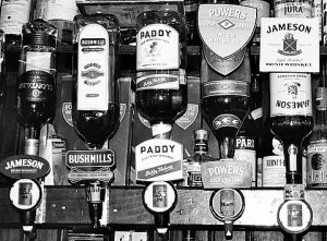 irish-whiskey-in-black-and-white