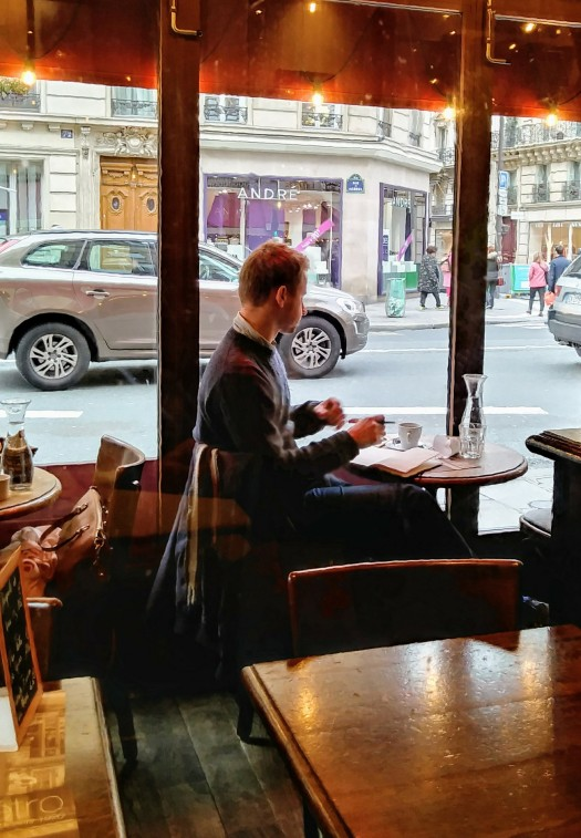 prompt photo paris cafe